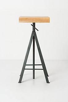 Sculptor's Stand, Medium