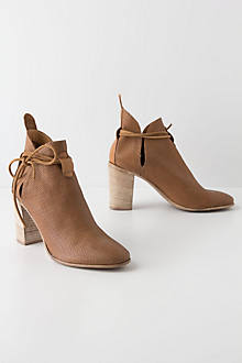 Sliced Pointelle Booties