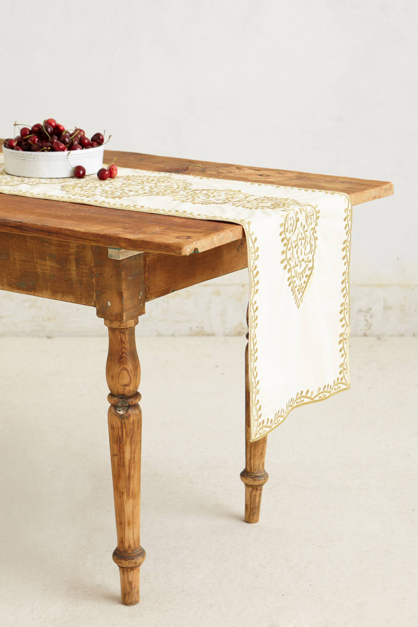 Villea Table Runner