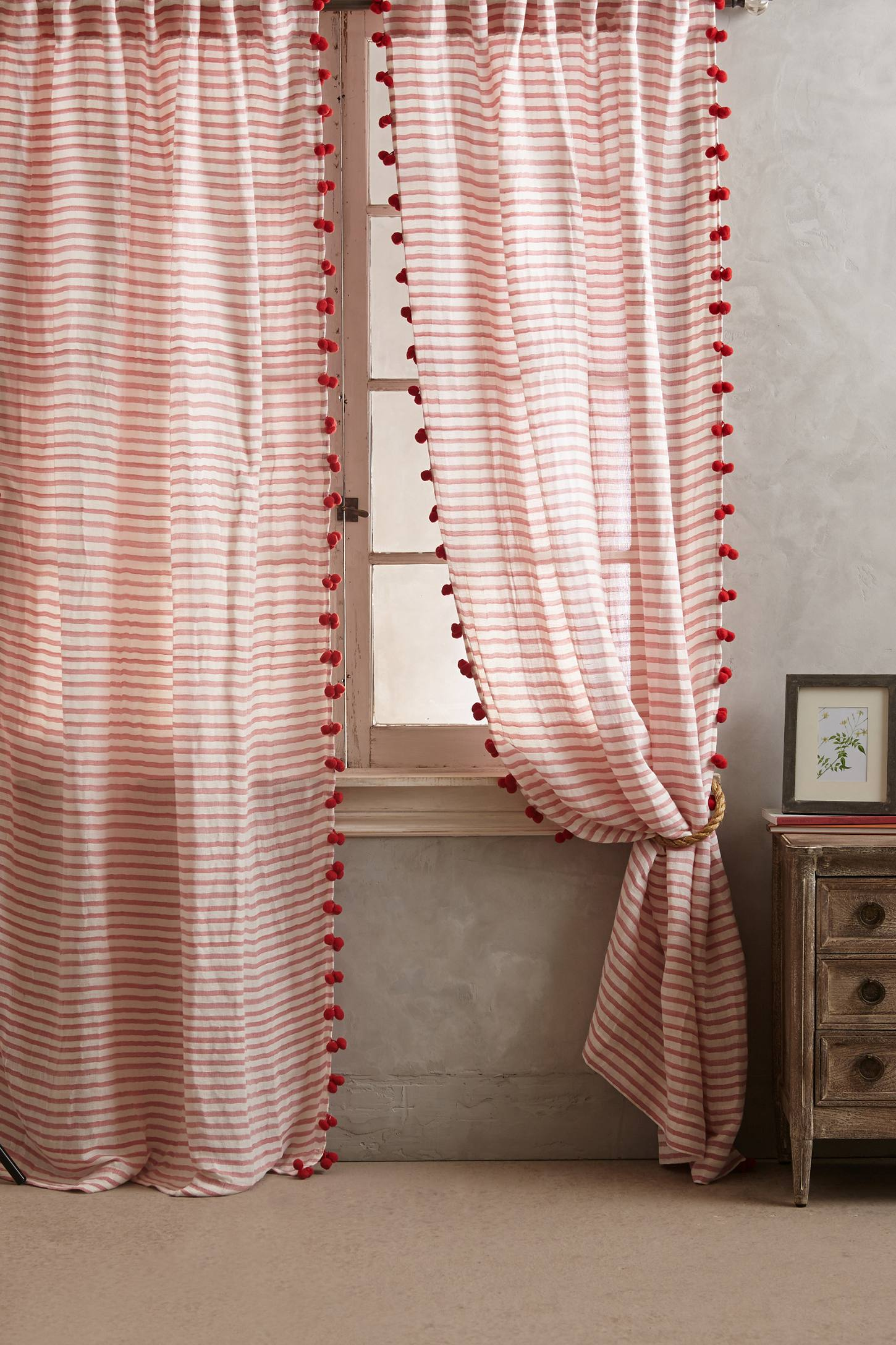 Reise Curtain