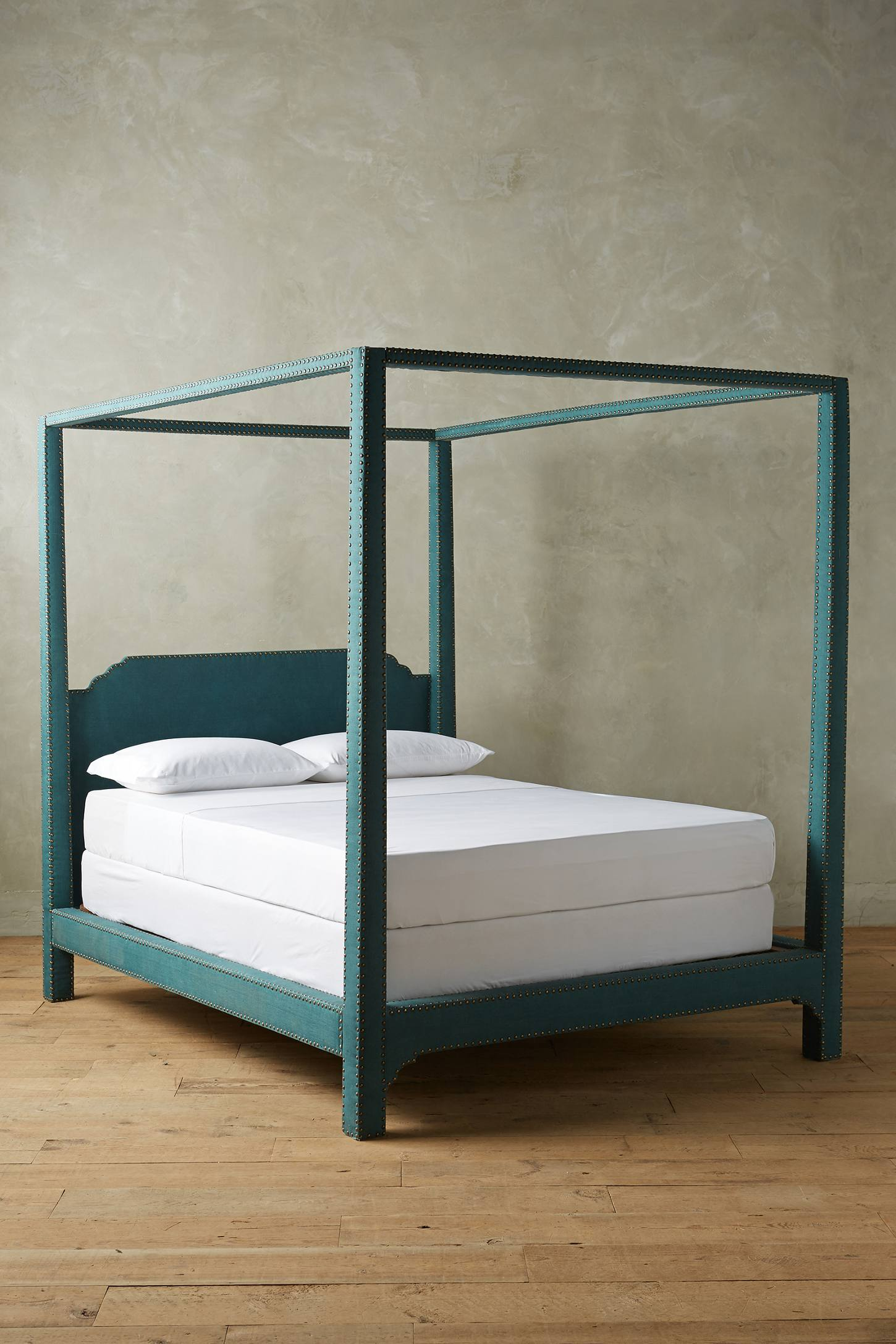 Nailhead Linen Bed