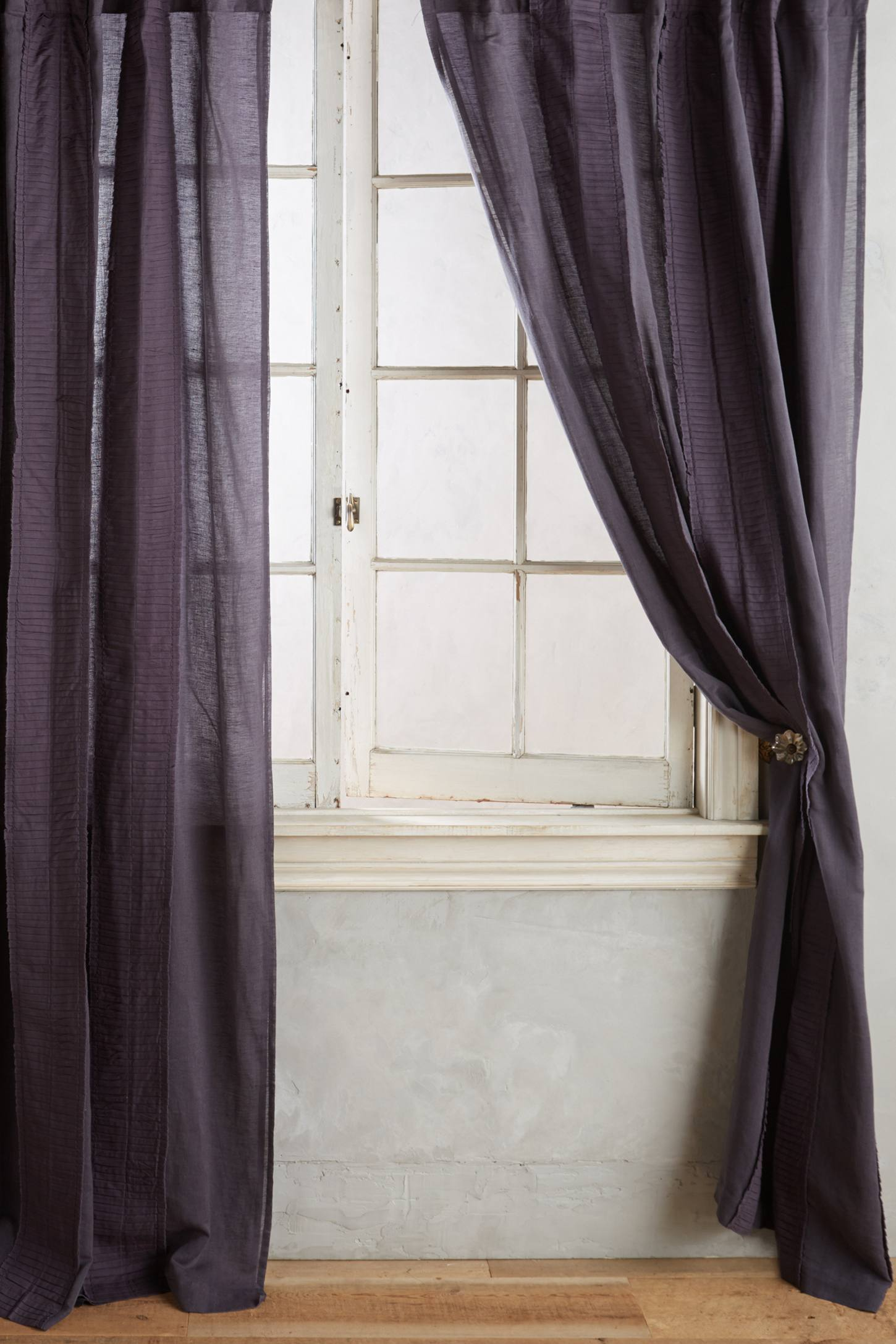 Livia Curtain