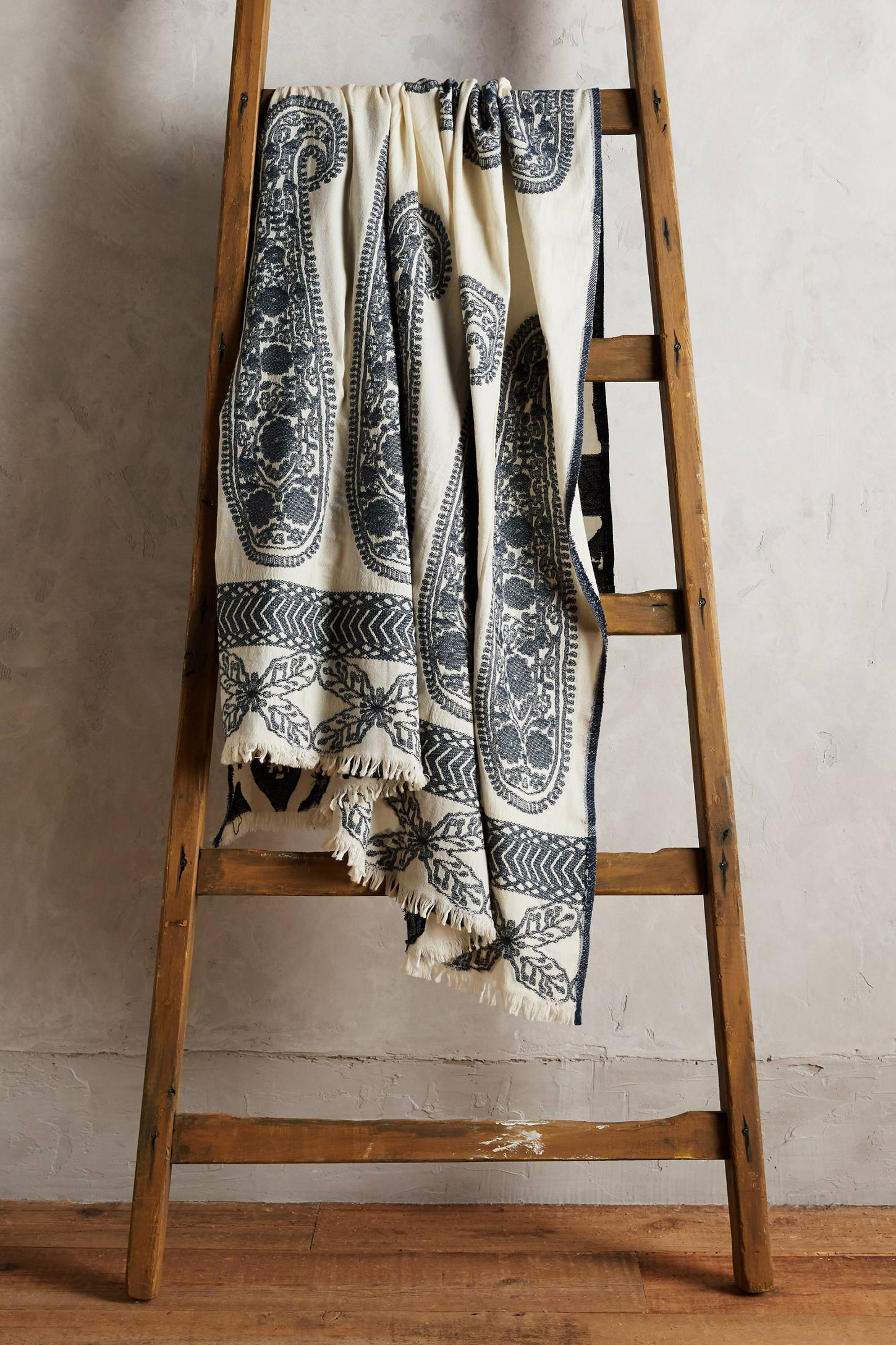 Galle Paisley Throw