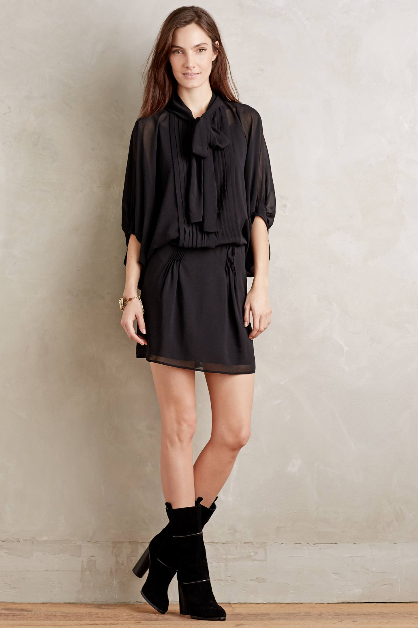 Nida Tie-Neck Dress