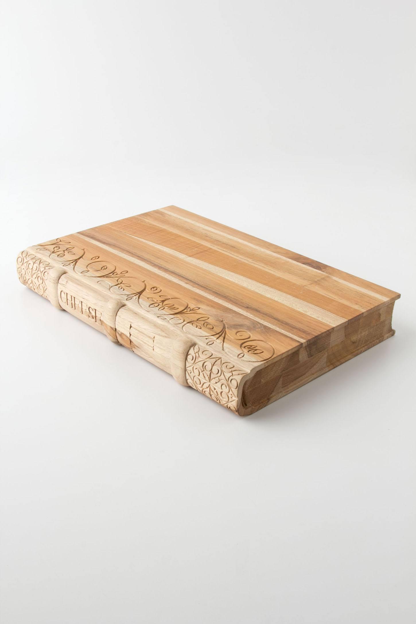 Novel Cheeseboard that looks like a book