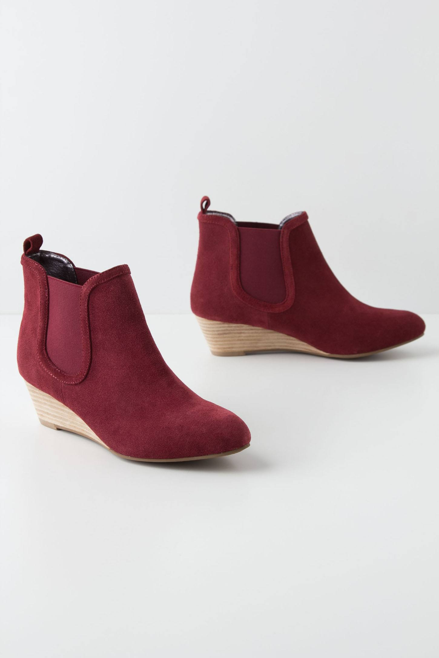 Inclined Chelsea Boots