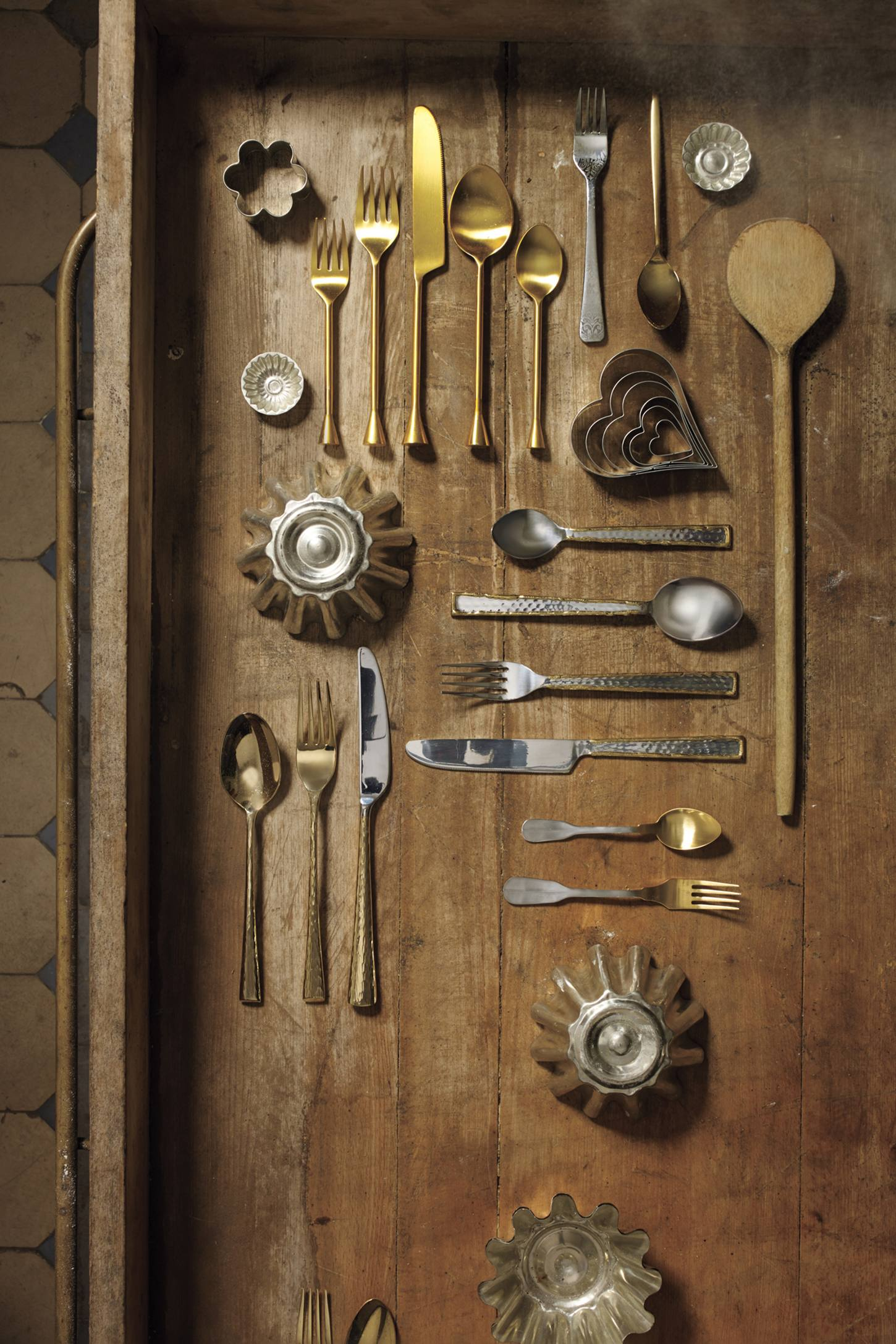 Slide View: 2: Gold-Tipped Flatware
