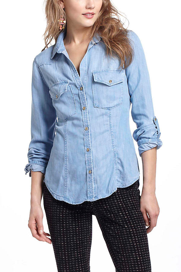 Slide View: 1: Fitted Chambray Buttondown