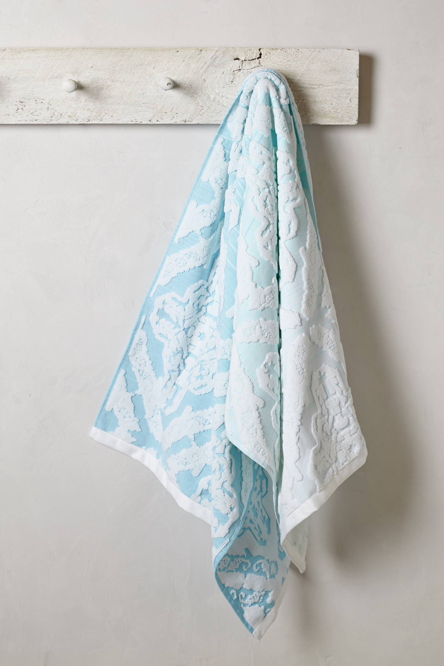 Slide View: 3: Woven Ombre Towel Collection