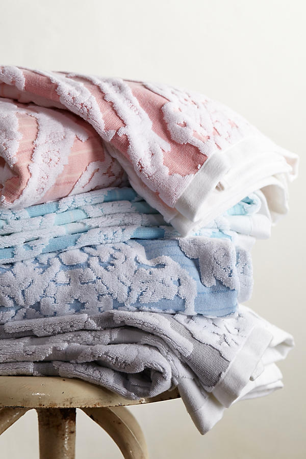 Slide View: 4: Woven Ombre Towel Collection