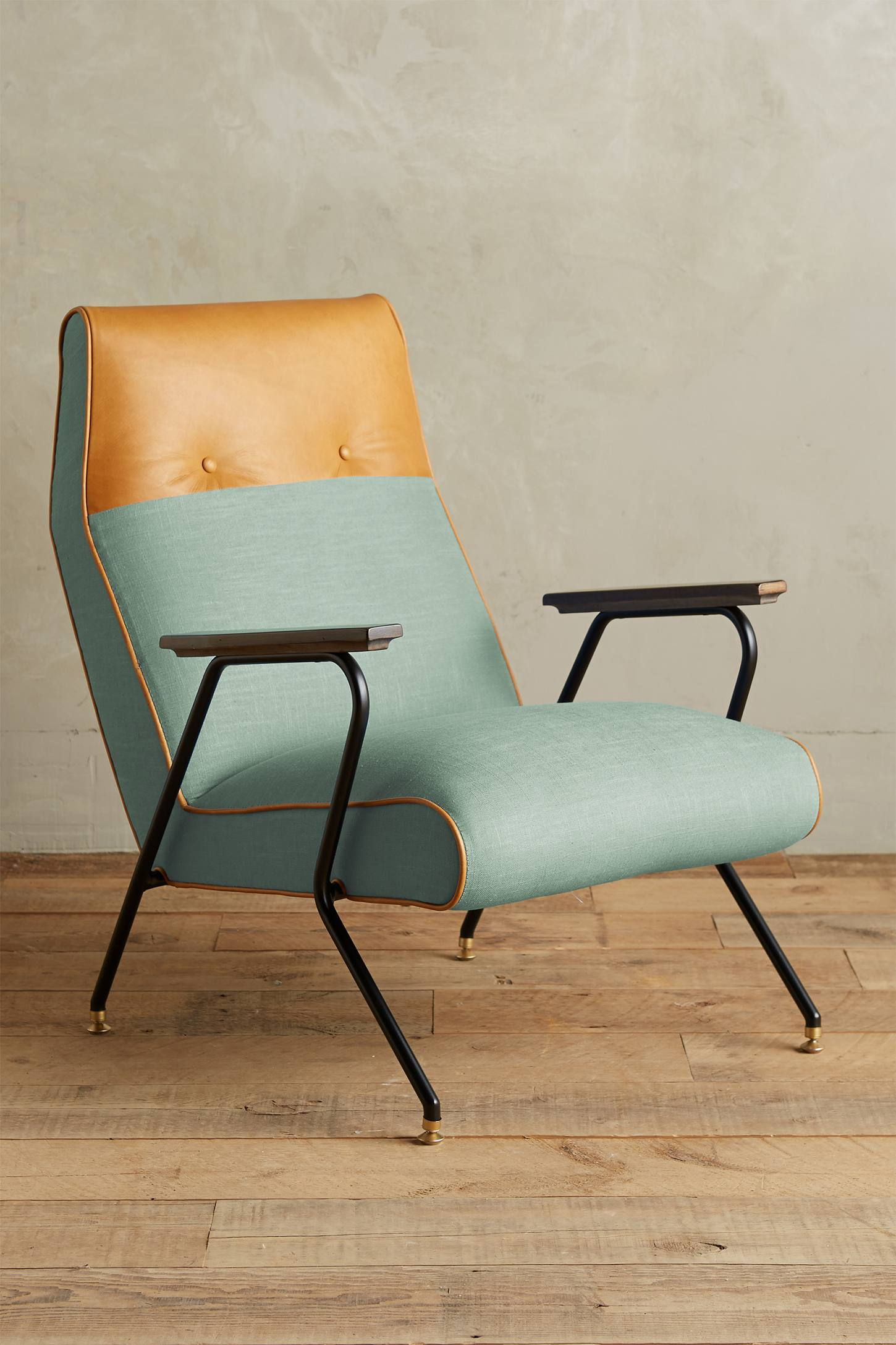 Slide View: 1: Linen Quentin Chair