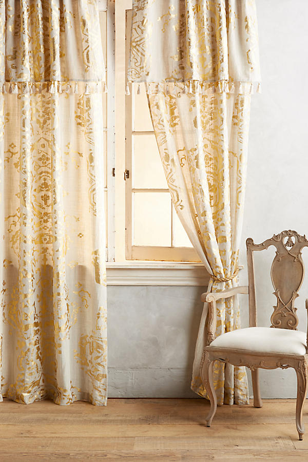 Curtains and window treatments for a relaxed island style for International decor window treatments
