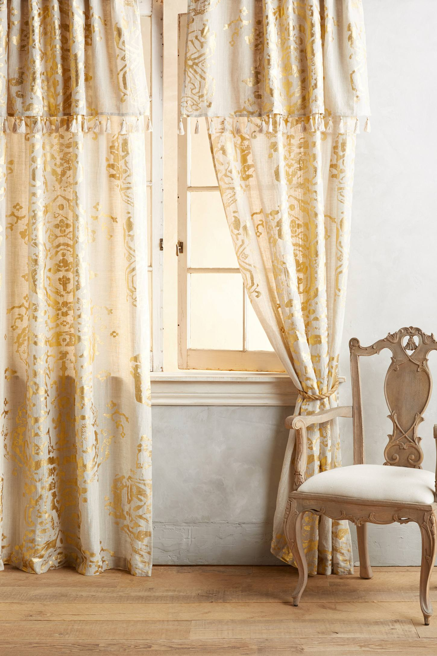 Slide View: 1: Gold Foil Curtain
