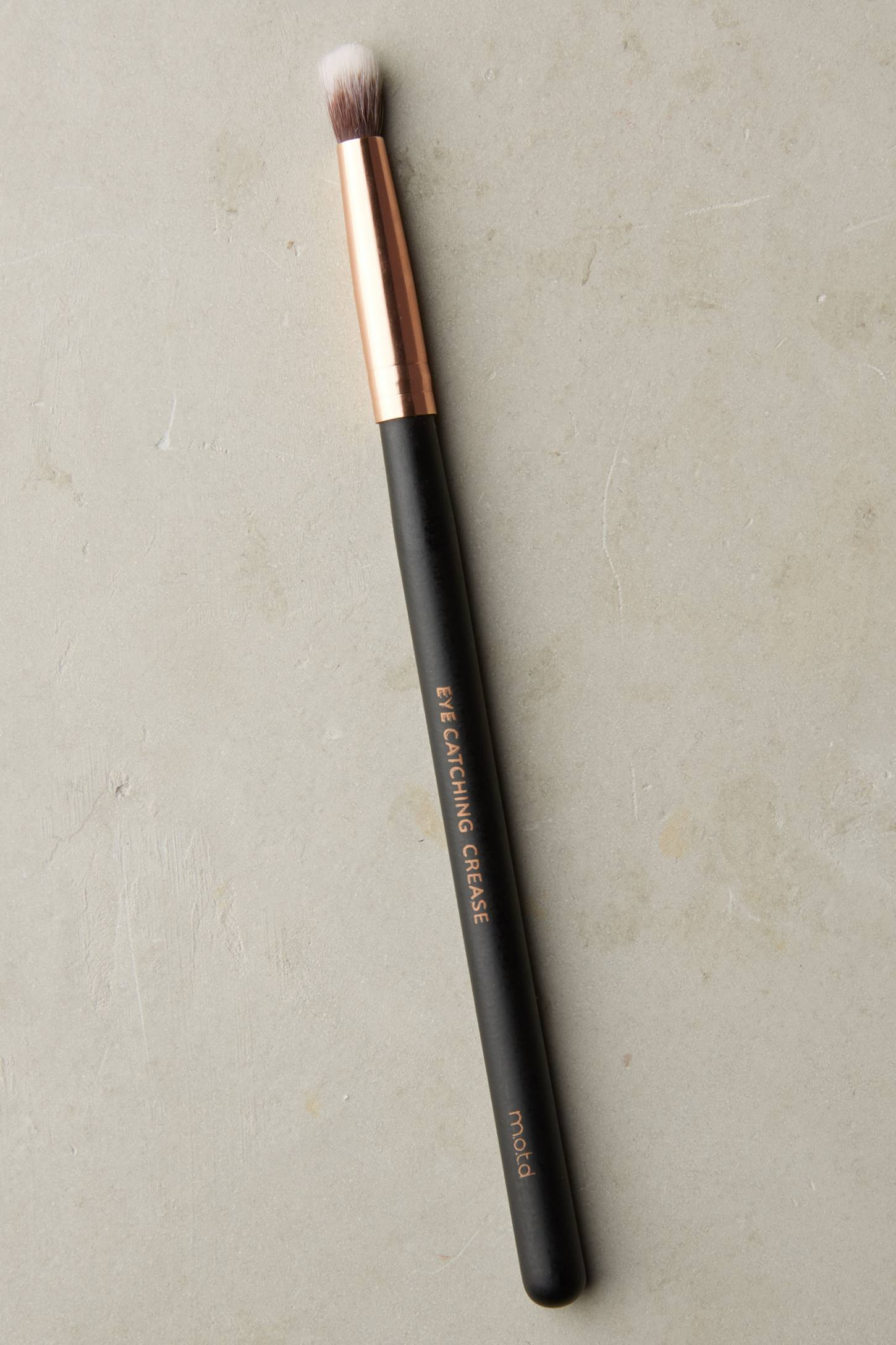 Slide View: 1: M.O.T.D Eye Catching Crease Brush
