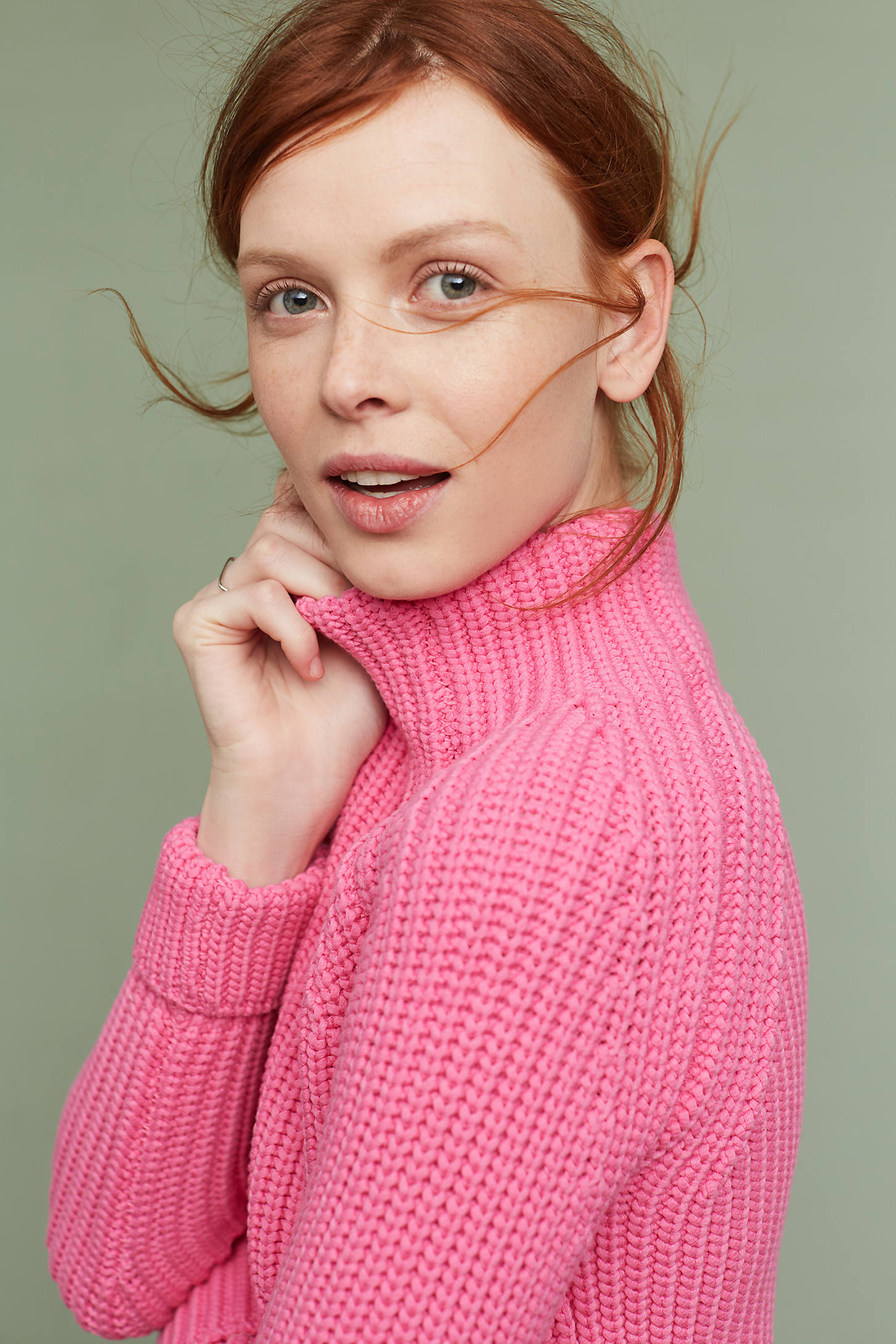 Cropped Turtleneck Pullover