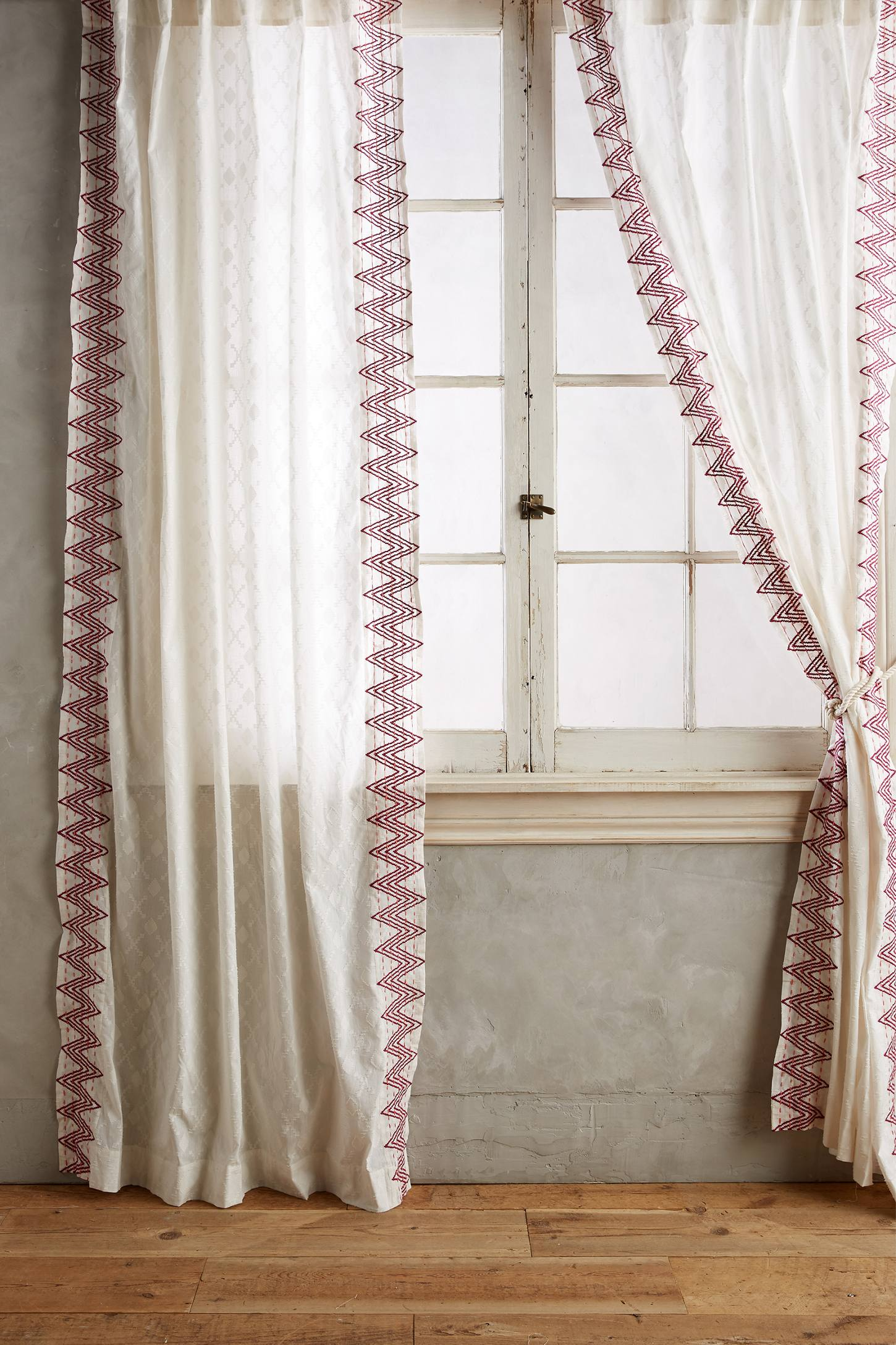 Slide View: 1: Chevron-Trimmed Curtain
