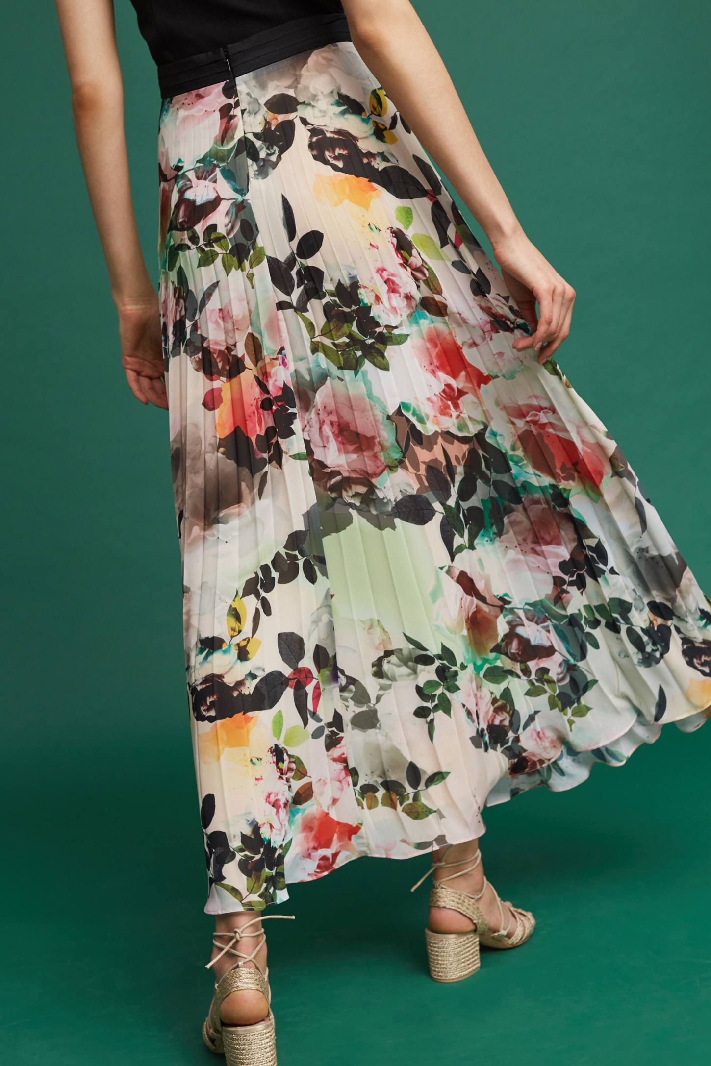Slide View: 4: Pleated Floral Skirt
