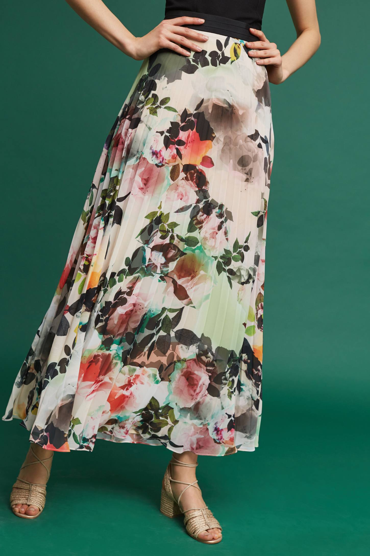 Slide View: 1: Pleated Floral Skirt