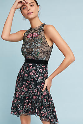 Slide View: 1: ML Monique Lhuillier Embroidered Lace Dress