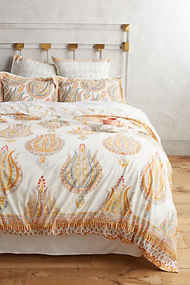 Asian Bedding With Dramatic And Serene Styling
