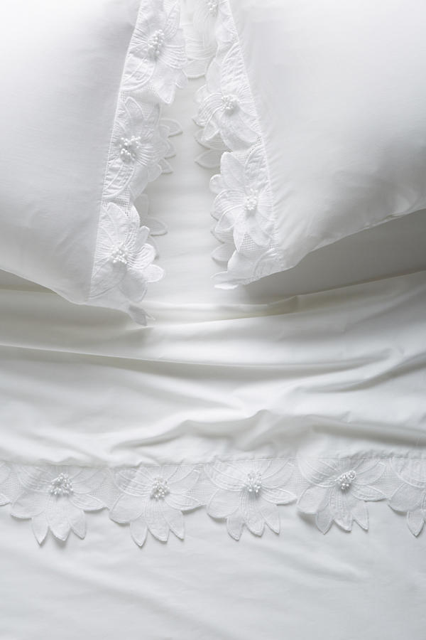 Slide View: 1: Olivia Sateen Sheet Set