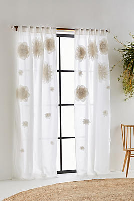 Slide View: 1: Georgina Curtain