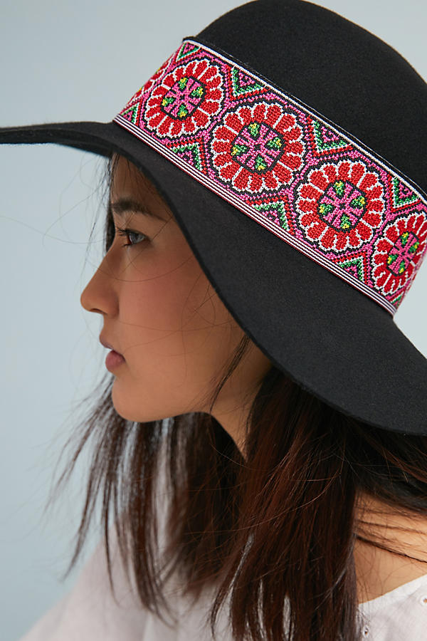 Slide View: 2: Tess Embroidered Hat