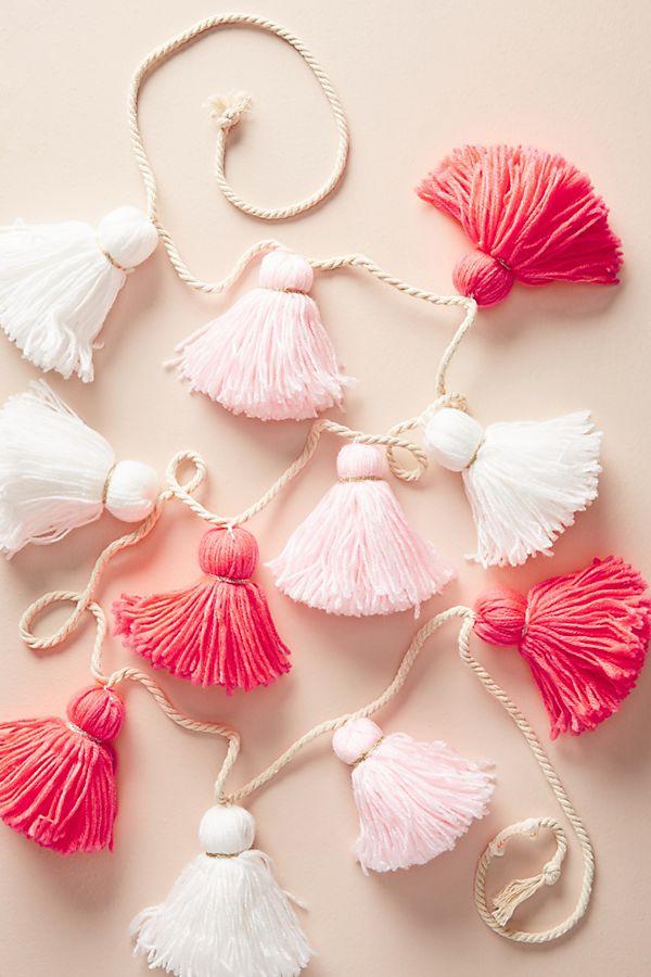 Slide View: 1: Tonal Pink Tassel Garland